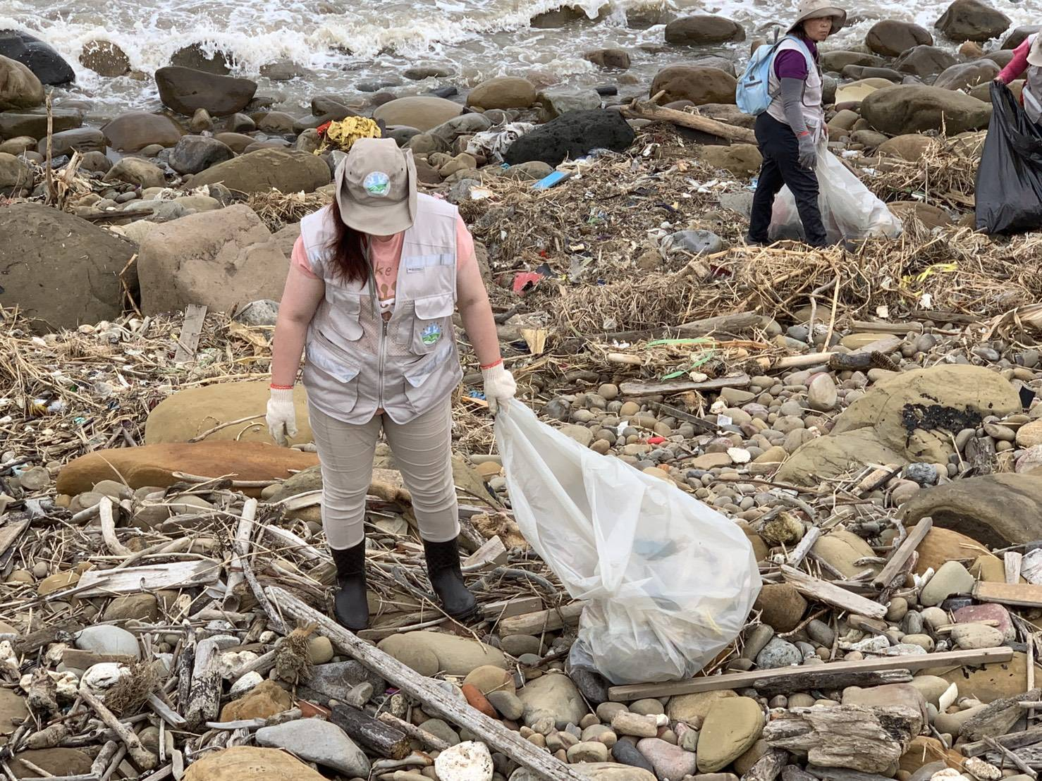 守護大園海岸環境 環保志工緊急總動員